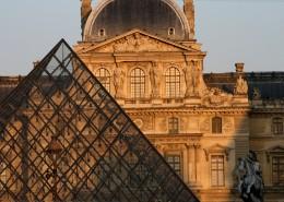 Première visite à Paris Musée du Louvre Pyramide Paris