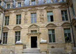 Le Marais Hotel de Sully Place des Vosges hôtels particuliers